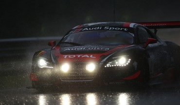 Rain race audi r8 HD wallpaper