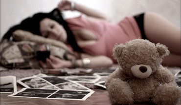 Girl with teddy bear HD wallpaper