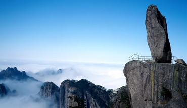 Teeterin rock on a cliff in china HD wallpaper