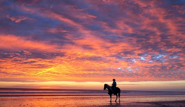 Cowboys horses rider shore sunset HD wallpaper