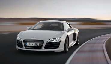 Front roads track sports white r8 v10 HD wallpaper