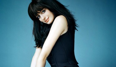 Anne hathaway pictures HD wallpaper