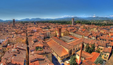 Superb roofs in an italian city HD wallpaper