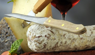Wine cheese and sausage HD wallpaper