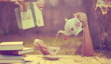 Tea books splashes HD wallpaper