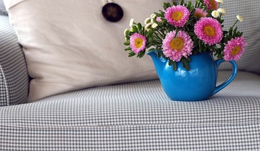 Couch flowers flowerpot HD wallpaper
