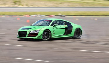 Voitures tuning audi r8 course v10  HD wallpaper