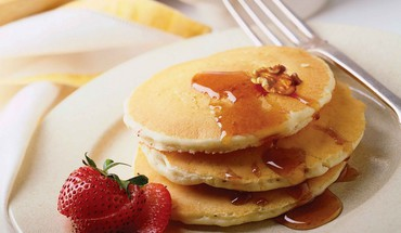 Food pancakes strawberries HD wallpaper
