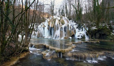 Gorgeous cascading waterfall in france winter HD wallpaper