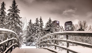 Lovely bridge in a city park winter hdr HD wallpaper