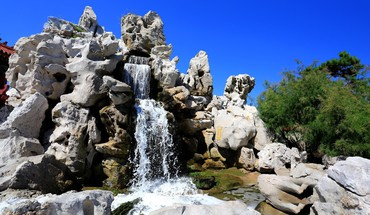 Waterfall in rock HD wallpaper