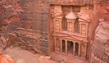 Ancient temple in petra jordon HD wallpaper