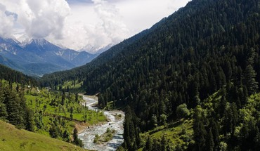 Lidder river valley in kashmir india HD wallpaper