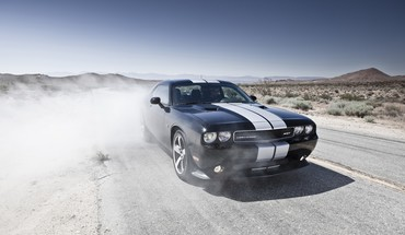 Dodge Challenger SRT8 Autos vor smoke  HD wallpaper