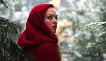Amanda seyfried little red riding hood HD wallpaper