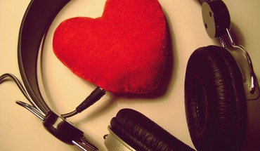 Headsets love music HD wallpaper