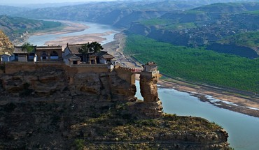 Awesome temple at the yellow river china HD wallpaper