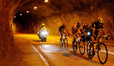 Lights sports tunnels cycling races cycles HD wallpaper
