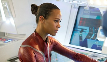 Star Trek Zoe Saldana in Dunkelheit  HD wallpaper