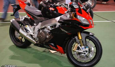 Aprilia BMW motos RSV4  HD wallpaper