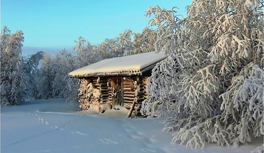 Log cabin in winter HD wallpaper