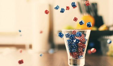 Dice glass lucky HD wallpaper