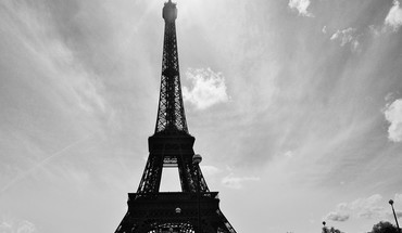 The eifeltower of paris HD wallpaper