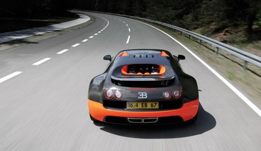 Bugatti Veyron en action  HD wallpaper