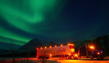 Lights aurora borealis trucks HD wallpaper