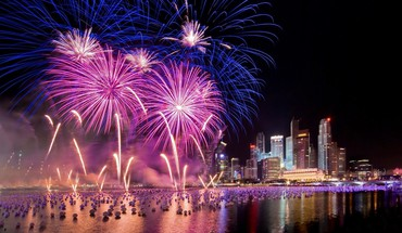Fireworks dans un port  HD wallpaper