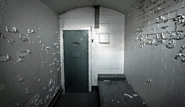 Cellar door prison wall wide-angle HD wallpaper