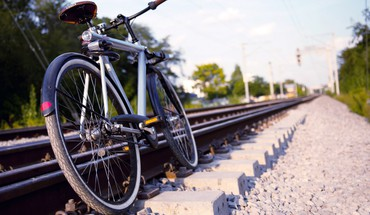 Bicycles trainway HD wallpaper