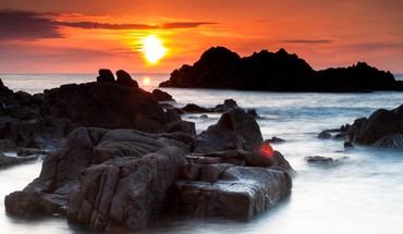 Sun rocks sea HD wallpaper