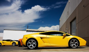 fleur rouge Belle voitures Lamborghini super-jaune  HD wallpaper