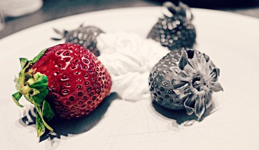 Fruits nature selective coloring strawberries HD wallpaper