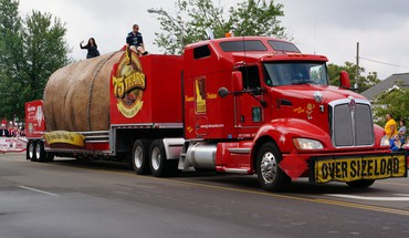 Giant potato truck HD wallpaper