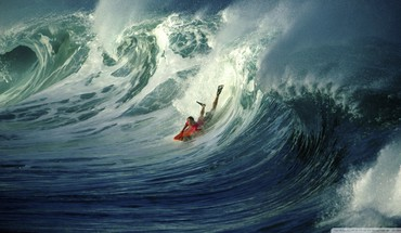 Wonderful wave body surfing HD wallpaper
