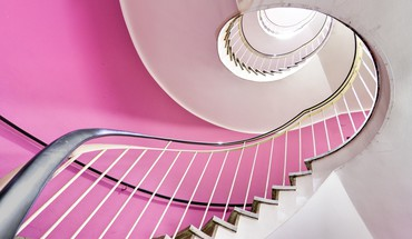 Indoors stairways HD wallpaper
