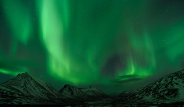 Aurora borealis landscapes mountains HD wallpaper