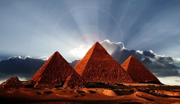 Pyramids of egypt HD wallpaper