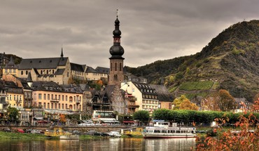 Wonderful german town on a river HD wallpaper