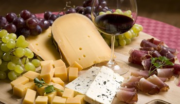 Cheese bacon grapes wine HD wallpaper