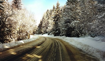 Winter road trip HD wallpaper