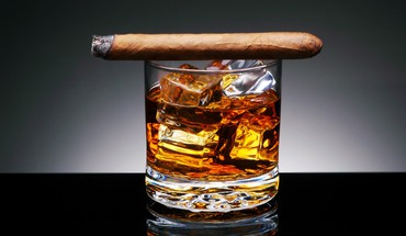 Cigars closeup ice macro whiskey HD wallpaper