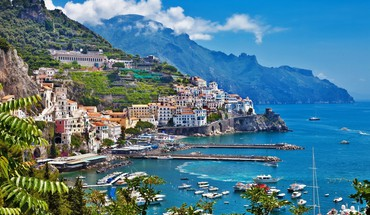 Fantastic italian seaside town HD wallpaper
