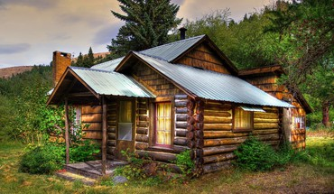 Old wooden cabin HD wallpaper