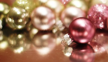 Christmas baubles HD wallpaper