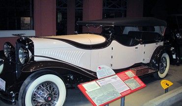 1929 duesenberg in the car museum HD wallpaper