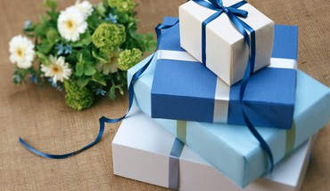 Blue giftbox for everyone HD wallpaper