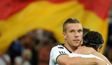 Soccer lukas podolski mesut özil germany national team HD wallpaper